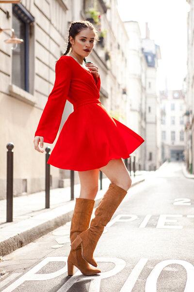 Robe courte femme fatale