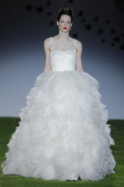 Coleção de vestidos de noiva Miquel Suay 2014. Foto: Barcelona Bridal Week / Ugo Cámara.