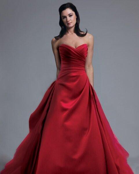 Suknia ślubna z kolekcji Modern Trousseau, kolekcja wiosenna 2013