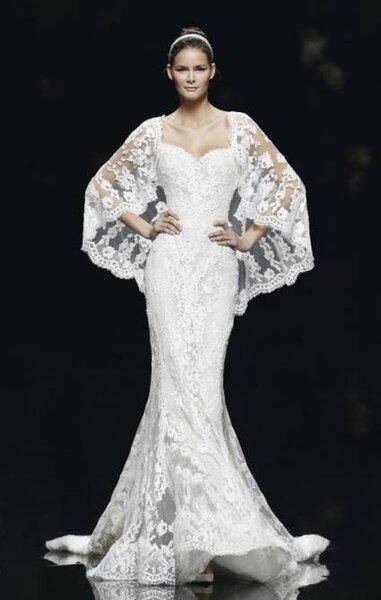 Vestido de novia con capa corta de Pronovias - Otoño 2013