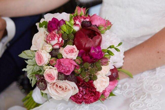 les plus beaux bouquets de mari e avec des pivoines. Black Bedroom Furniture Sets. Home Design Ideas
