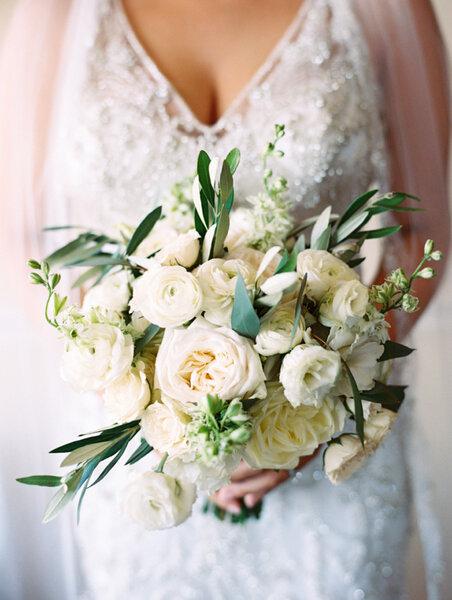 Ramos de novia con flores blancas.