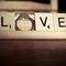 Una decoración de boda con letras al estilo Scrabble - Foto Lizzybeans