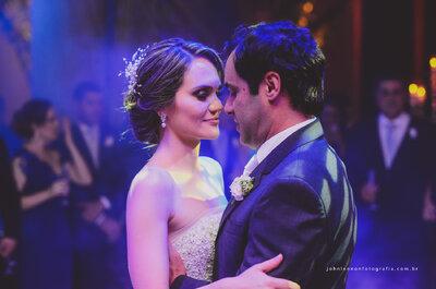 Casamento clássico de Lucia e Neto: decoração Total White e vestido de conto de fadas