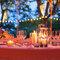 Mesas de banquete con cálidas velas.