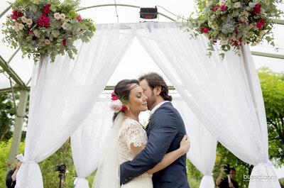 Priscila e João Paulo: casamento rústico DIVINO ao ar livre!