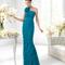 Vestido azul con drapeado y detalle de flor para damas de boda