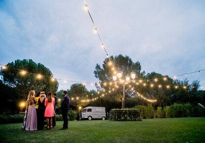 5769f89b5 Cómo entretener a los invitados en tu boda en 5 pasos