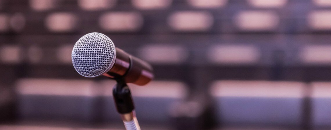 Der gute Ton mit Mikrofon an Ihrer Hochzeit – Rat vom Hochzeitsplaner