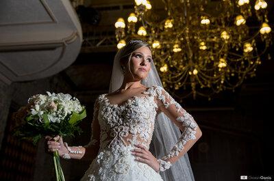 Quer saber uma das grandes tendências para os vestidos de noiva atualmente? Carol Hungria comenta tudo neste post!