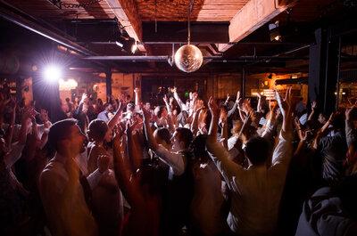 Las canciones que sí o sí pondrán a bailar a todos los invitados: La playlist que estabas buscando