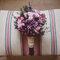 Ramos de novia en tonos rosas y granates.
