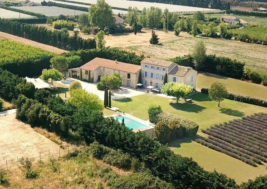 Sous le soleil de la Provence, découvrez La Bastide des Barattes
