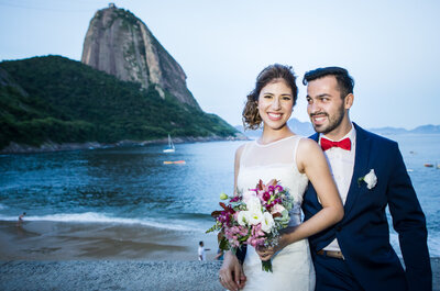 Juliana & Pedro: casamento rústico SUPER colorido com vistas lindas do Rio une Brasil e Peru!