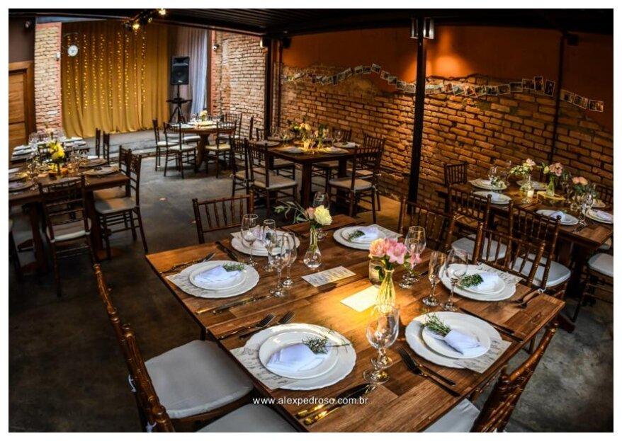 Um mini wedding incrível num espaço encantador: conheça o Flores na Varanda!