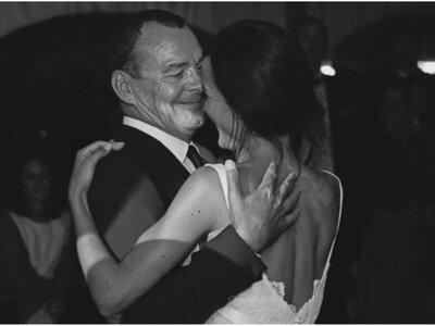 De speech van deze vader op zijn dochter´s bruiloft is het meest ontroerende en liefdevolle gebaar dat wij ooit hebben gezien!