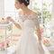 Hochzeits-Kleid: Brautkleid mit dreiviertel Arm aus Spitze mit passenden Handschuhen