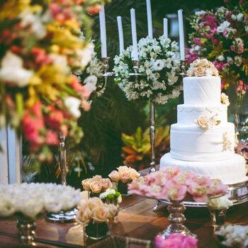 Setzen Sie mit einer romantischen Hochzeitstorte den letzten Schliff für Ihre Hochzeit
