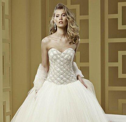 28dfc7dbdc2 Robe de mariée Nicole Spose 2015   coupe princesse et pierres joyeuses pour  la collection Romance