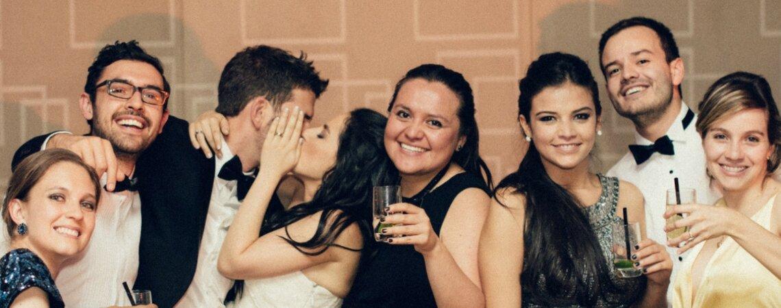 """Dile """"no más"""" a las fotos de boda en mesas: ¡Es hora de volverlo divertido!"""