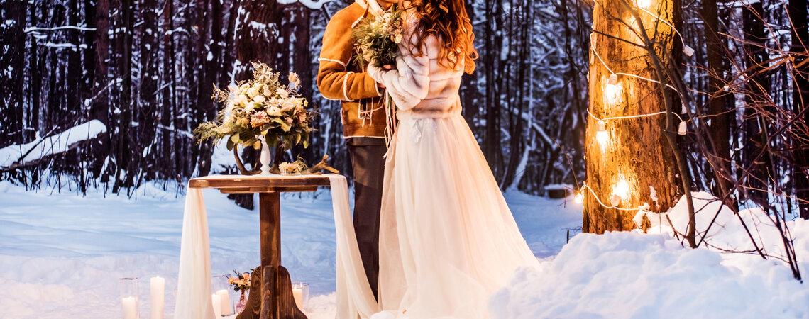 Die schönsten Brautkleider mit Rollkragen – Diese Modelle eignen sich perfekt für den Winter