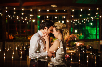 Casamento no campo de Carol & Jorge: rústico e romântico, em tons de rosa e azul
