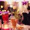Decoración de boda en rojo con velas y floreros