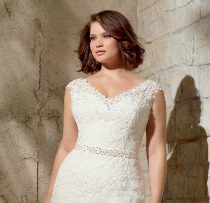 e049b15fc3fe Una selezione di abiti da sposa plus size per il 2015