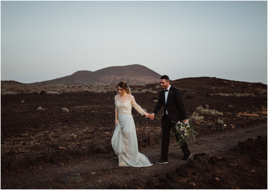 Rocky beach elopement styled shoot in Tenerife!