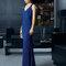 Платье 8T254 Rosa Clará Fiesta 2015 azul marino con escote en v y falda con caída.