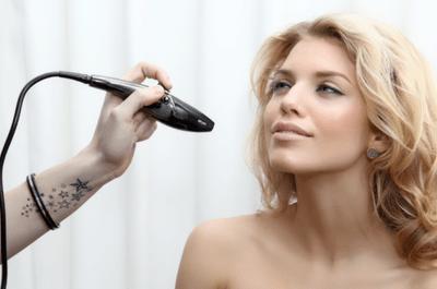 Conheça a tecnica de airbrush make up:  pele CINEMATOGRÁFICA no seu casamento!
