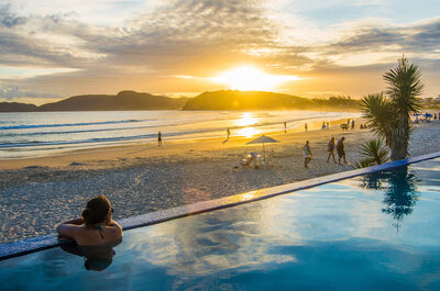 Como fazer uma despedida de solteiro em Búzios: esportes, praia e MUITA diversão!