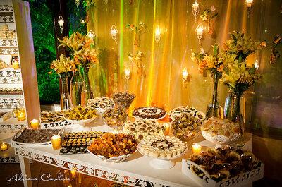 Inspiración para tu boda: decoración con motivos florales en chocolate y amarillo