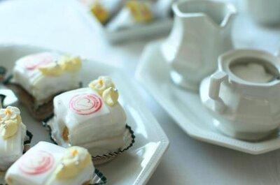 Selección de cupcakes de boda decorativos
