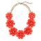 Collar con apliqués de flores en color rojo para agregar a tu mesa de regalos Zankyou para San Valentín