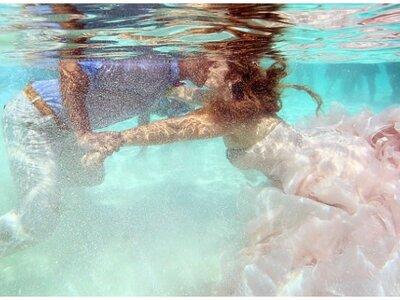 Um casamento incrível na água, em pleno Mar das Caraíbas!