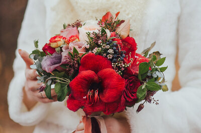 Top Tips on How to Pair Your Wedding Dress with Your Bouquet!