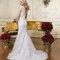 Brautkleid in Slim-A-Linie mit einem zauberhaften V-Ausschnitt am Rücken.
