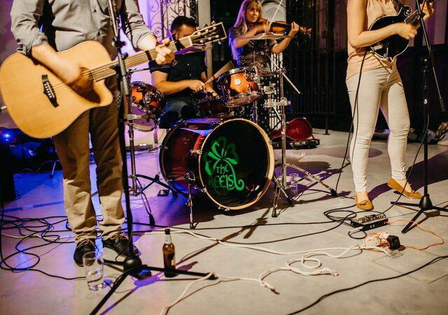 Choosing Your Wedding Music: Live Band, DJ or Both?