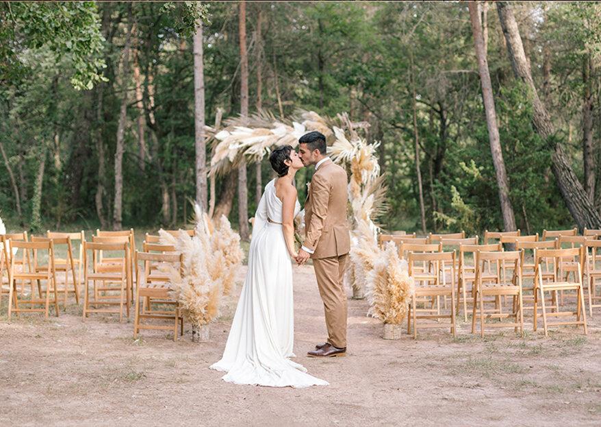 La boda de Eric y Lara: una fiesta de verano fotografiada al instante por Lirola & Cussó