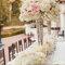 Elegante centro de mesa con flores alto.