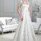 Długa suknia ślubna z oryginalnym dekoltem, Foto: Agnes 2015