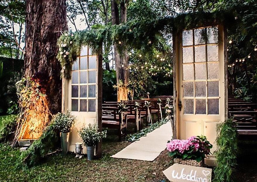 Entrada de cerimônias ao ar livre com portas: um toque de charme e inovação em seu grande dia!