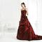 Un abito importante per la sposa eccentrica. Foto via Nicole Spose official website