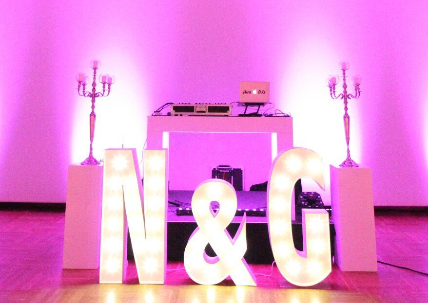 Hochzeitsfeier mit voller Tanzfläche und fulminanter Atmosphäre - mit dem Team von ihre DJs ist dies garantiert