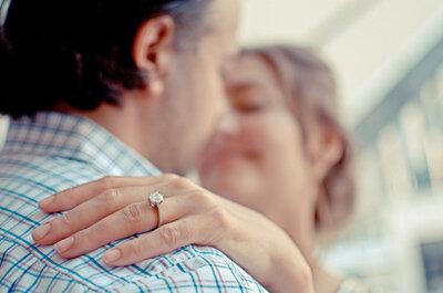 Cómo mantener limpio tu anillo de compromiso ¡en todo momento!
