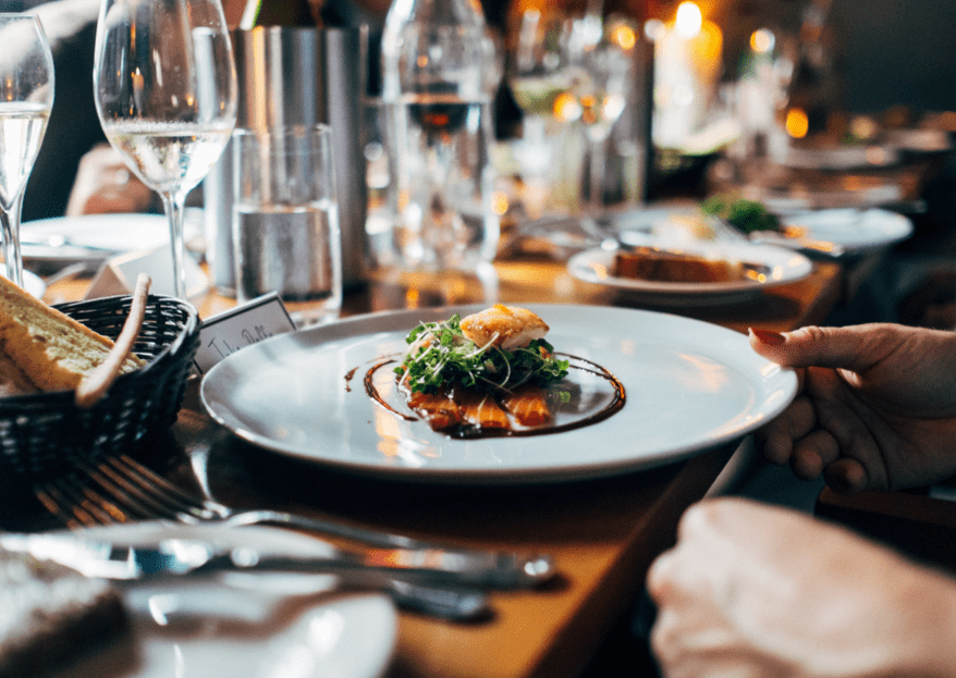 Buffet o servicio emplatado ¿Qué es mejor para el banquete de tu boda?
