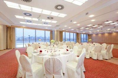 Klimatyzacja na weselu - na co zwrócić uwagę wybierając salę weselną?