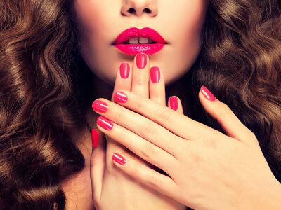 Labiales y esmaltes de última tendencia. ¡Cinco combinaciones de puro color!