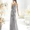 Vestido largo strapless en color plata para damas de boda